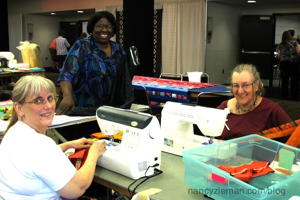Quilt Expo Madison Wi Quilt to Give Volunteers