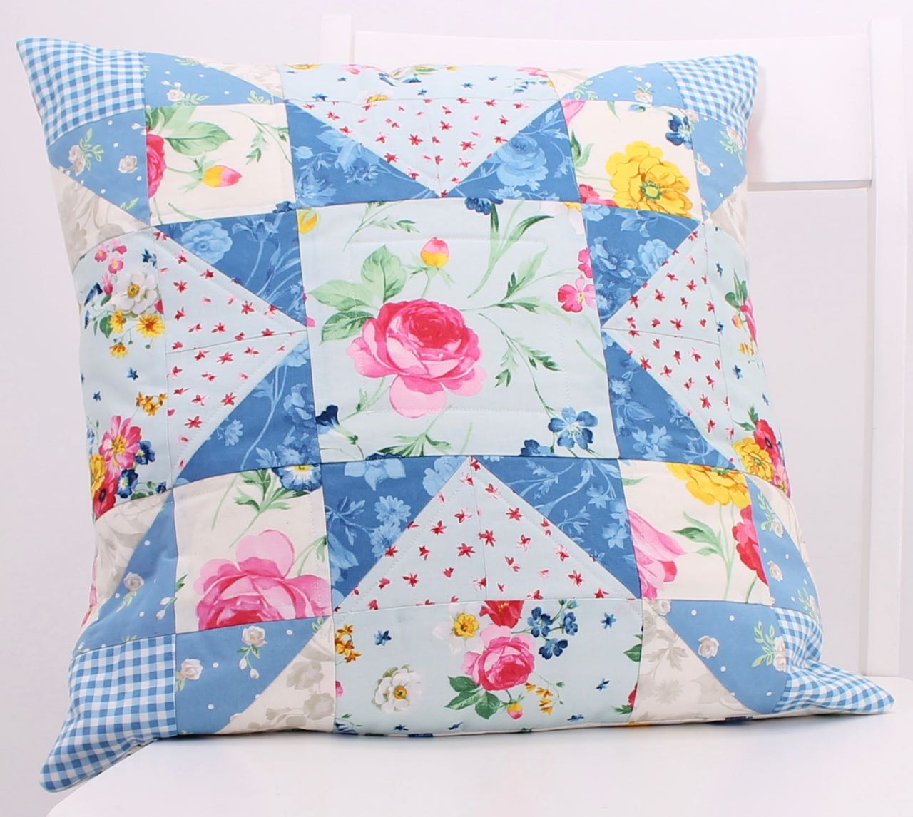 Afternoon Picnic Floating Star FREE! 18-inch Quilt Block Pillow Tutorial