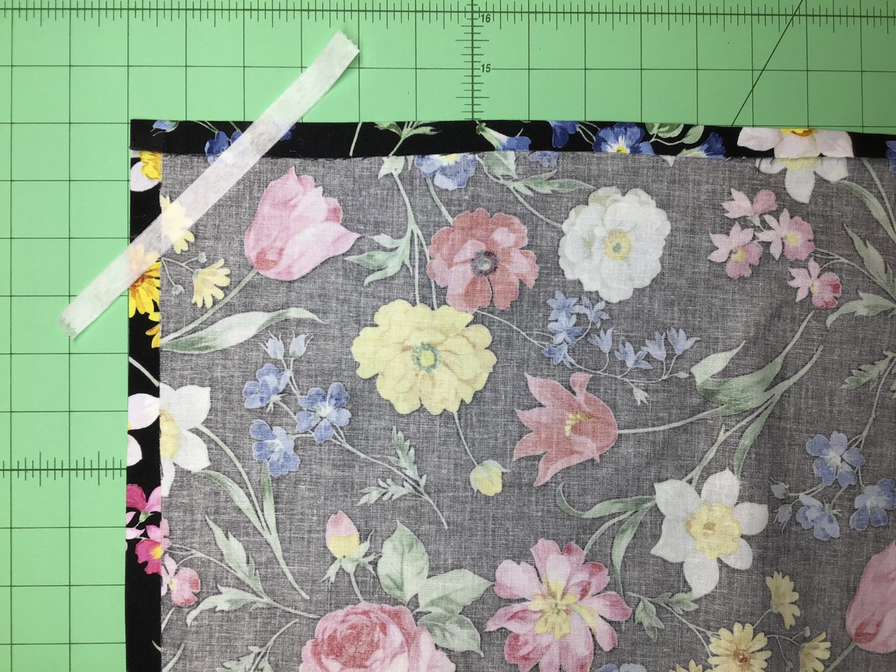 No-Hassle Table Topper as Seen on Stitch it! Sisters by Nancy Zieman Productions