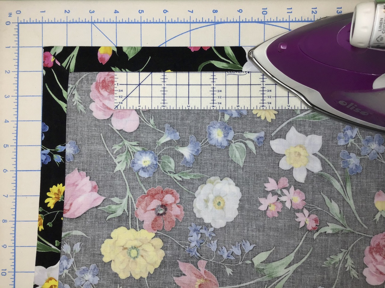 No-Hassle Table Topper video by the Stitch it! Sisters