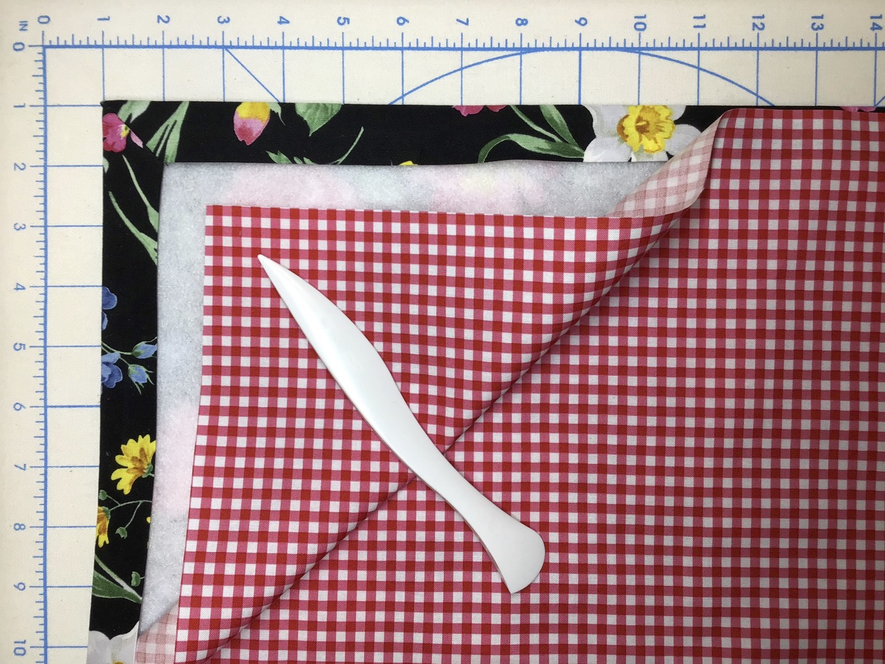 NEW! No-Hassle Table Topper video by the Stitch it! Sisters