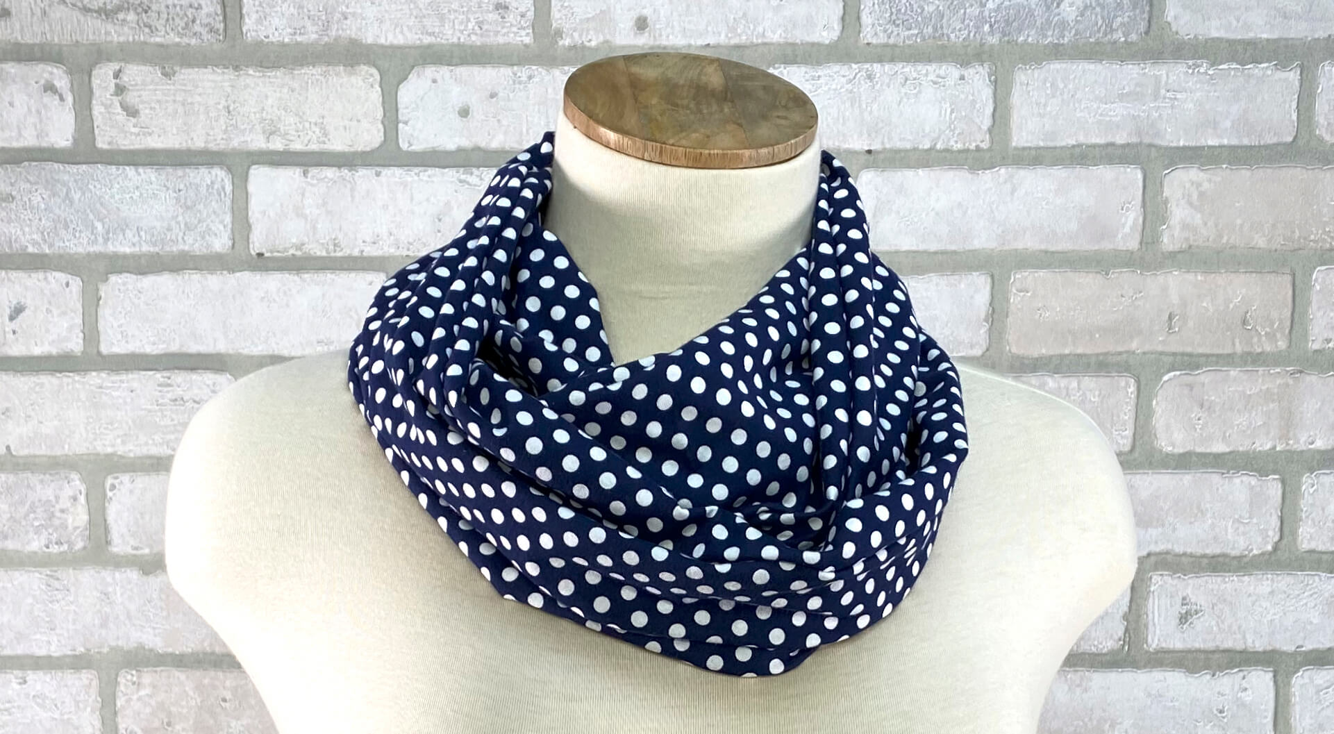 Twist it! Loop Scarf Sewing Pattern